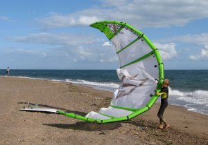 1280px-Kite_for_kitesurfing_at_exmouth_devon_arp